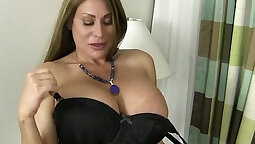 American milf Claudia high crouching on her bed