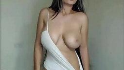 Latin cuatro per ella ensena en huge hot natural tits