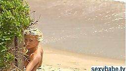 Blonde gendering hard in bathing de Nude Beach